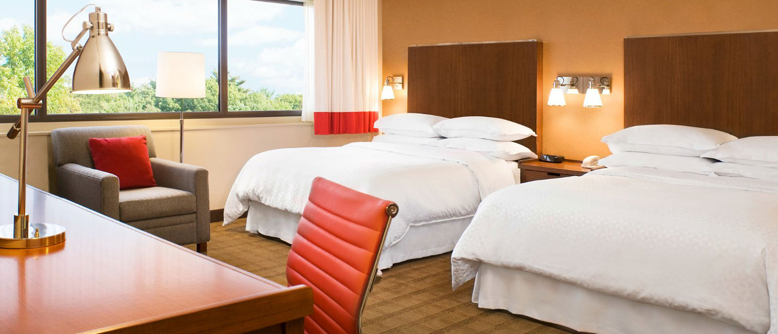 offers affordable rate and packages and luxury hotel amenities at Minot